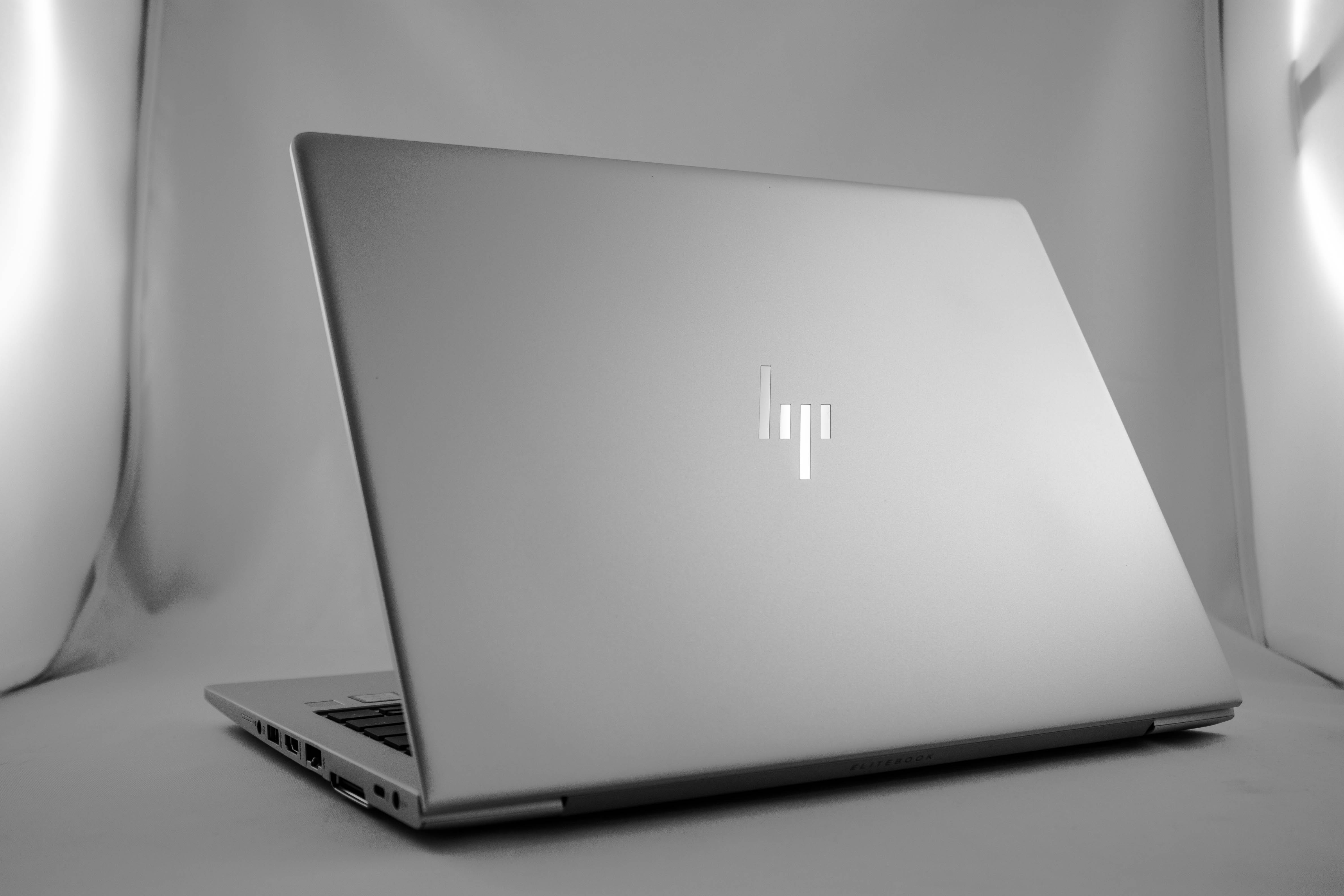 HP Elitebook 830 G6 [B26XD20EA] tył